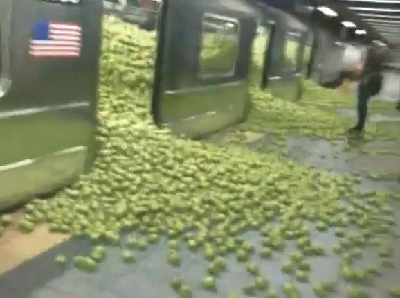 City harvest draftFCB The Mill pomme apple video virale metro NY new York alternatif marketing 1
