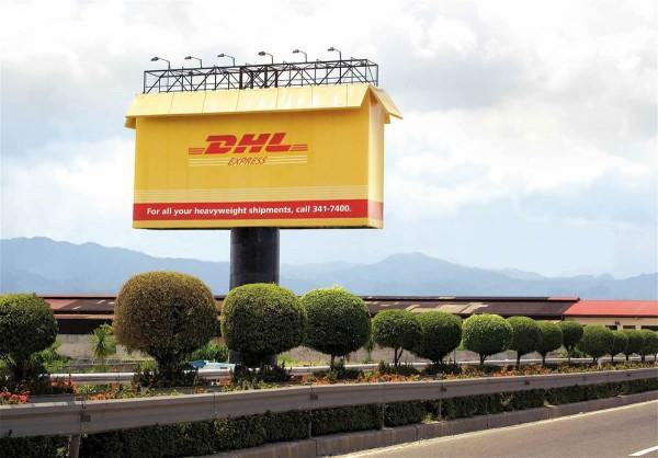 DHL outdoor billboard XXL colis ambient alternatif alternative marketing