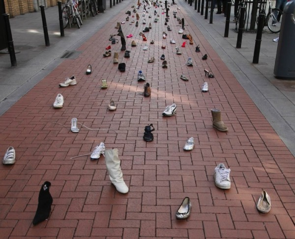 Dublin shoes publicis ambient marketing street chewing gum stuck alternatif 2
