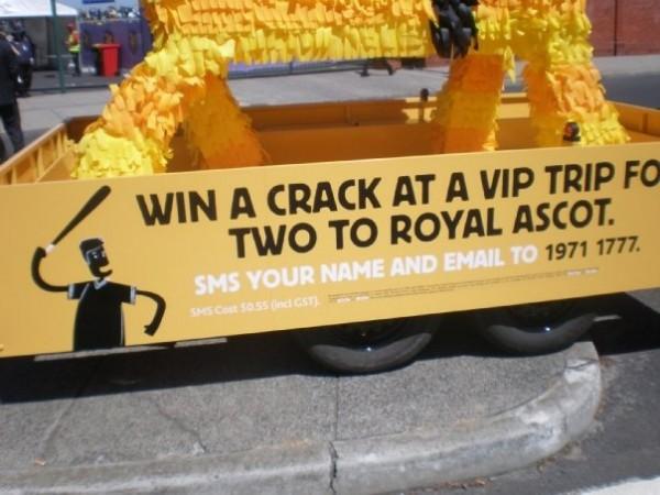 Pinata pancho carnival spring australie PR stunt event événement paris en ligne cheval equestre 3