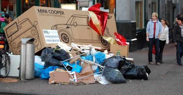 Mini Cooper Amsterdam ambient guerilla marketing street paquet cadeau emballage alternatif rue 1