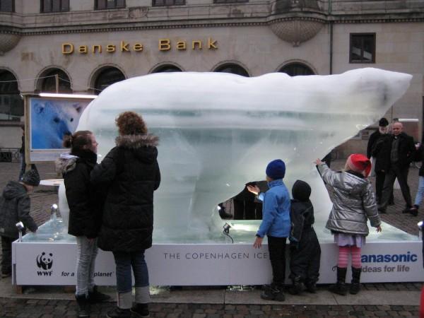 copenhagen copenhague WWF ice glace sculpture PR stunt center sommet arctic arctique ONG marketing alternatif ours bear 2