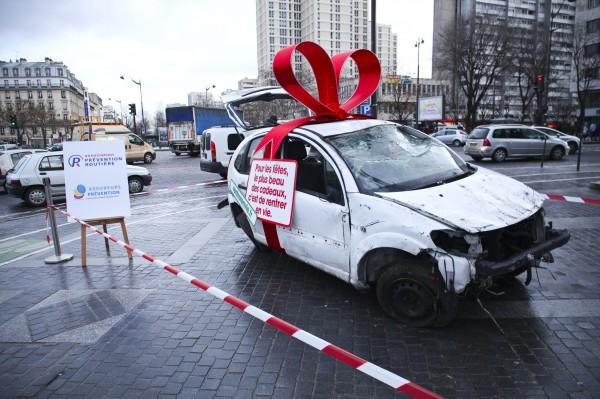 street marketing PR stunt rentrer en vie prévention routière securité accident voiture cadeau place bastille opéra nation événement 2