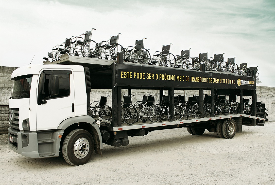 Transito-amigo-World-Day-of-Remembrance-for-Road-Traffic-Victims-truck-carrier-car-voiture-chair-chaise-roulante-accident-ambient-marketing-PR-stunt-1.jpg