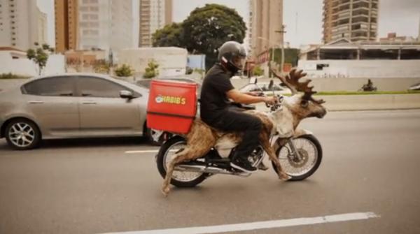 antonio correa moto reindeer renne habib's brazil bresil ambient marketing alternatif livraison fast food 4