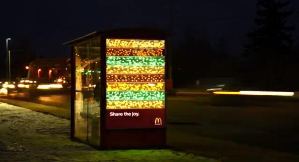 big mac festif abri bus canada vancouver guirlandes affichage ambient marketing 1